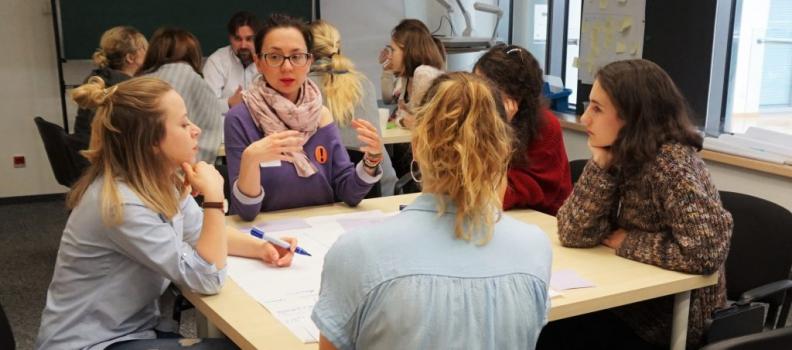 Bezpłatne kursy doskonalące dla historyków i biologów